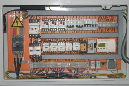 دانلود گزارش كارآموزي رشته برق در كارگاه سيم پيچي و نصب تابلو هاي برق